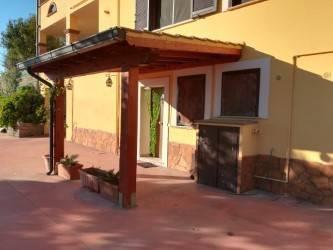 Appartamento in buone condizioni in affitto Rif. 4259574
