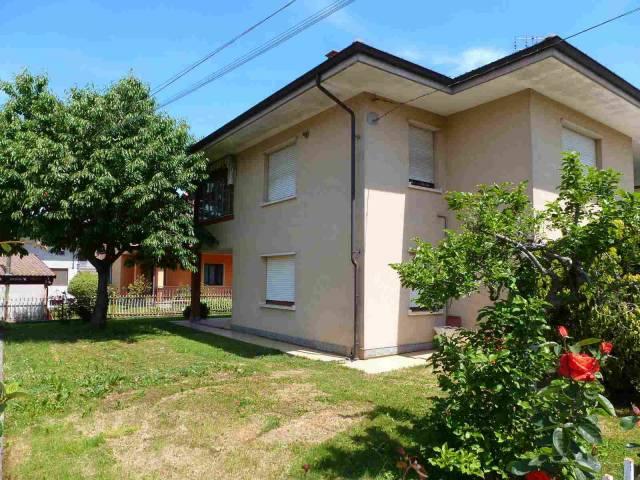 Appartamento in buone condizioni in vendita Rif. 4180105