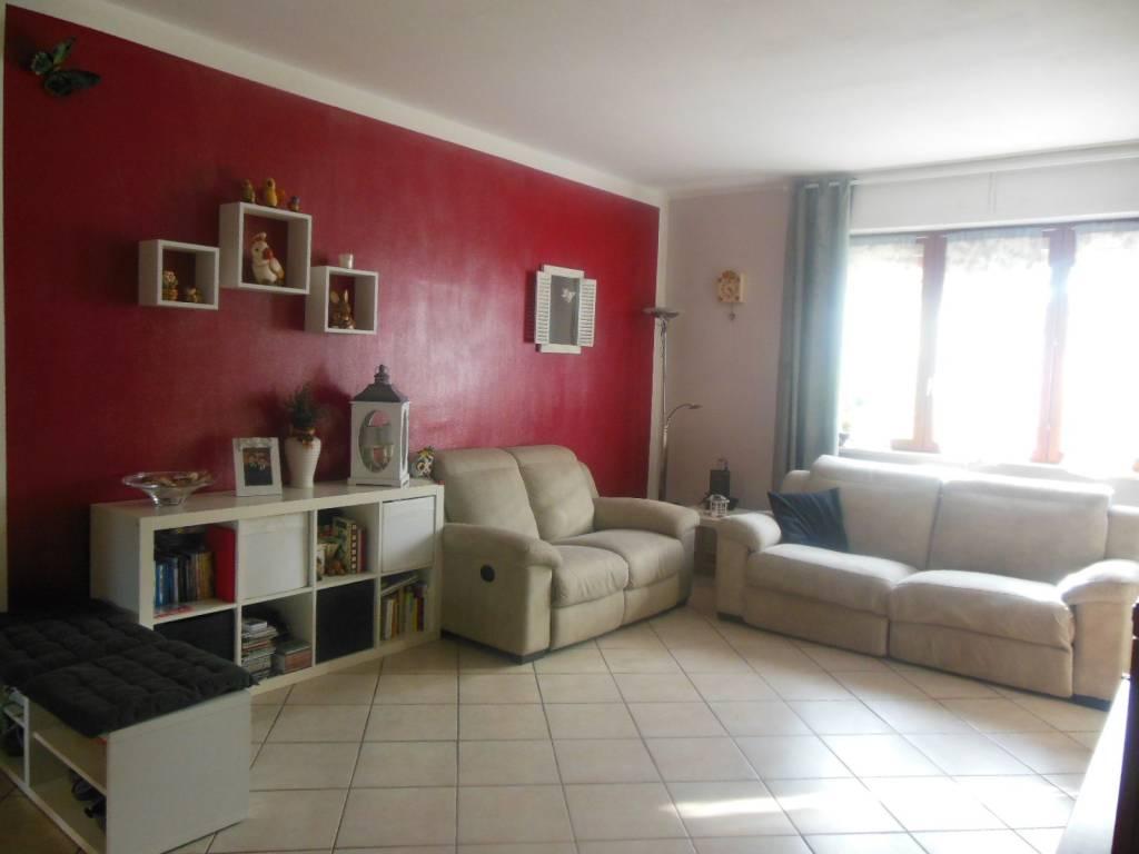 Immagine immobiliare APPARTAMENTO con GIARDINO , 8 minuti dalla METRO Fermi in auto , 15 minuti con il 37 . Via San Bernardo n. 50 , a 15 minuti da Torino (vicinanze