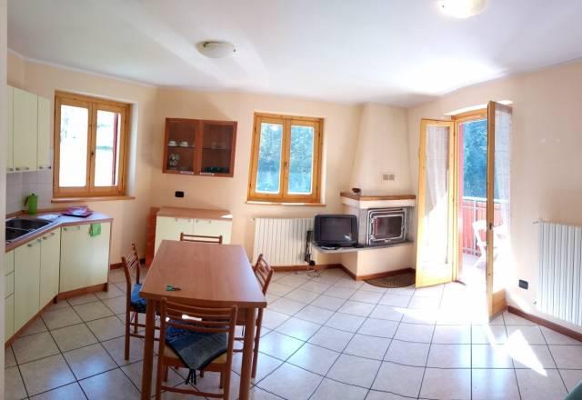 Appartamento in ottime condizioni arredato in vendita Rif. 4207671