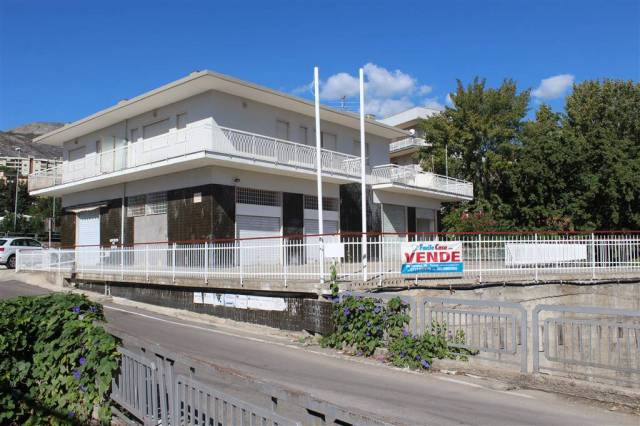 LOCALE COMMERCIALE FORMIA RIF. 824 M Rif. 4467076
