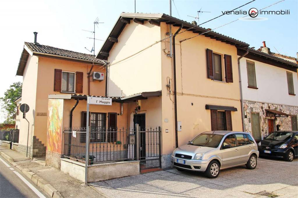 Appartamento in ottime condizioni arredato in vendita Rif. 9306547