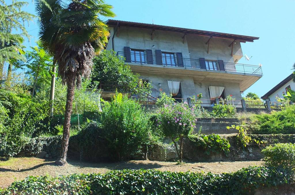 Soluzione Indipendente in vendita a Montegrino Valtravaglia, 4 locali, prezzo € 215.000   CambioCasa.it