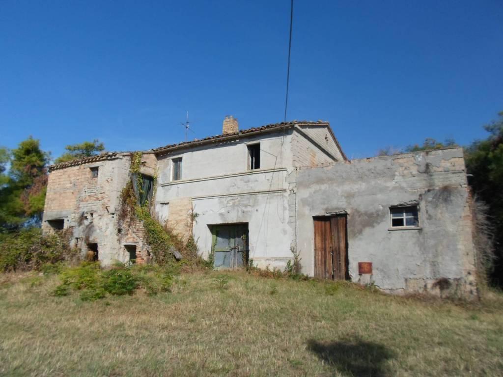 Rustico / Casale da ristrutturare in vendita Rif. 4228156