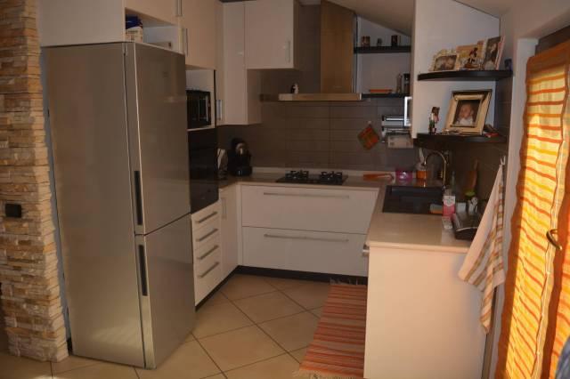 Appartamento in ottime condizioni arredato in vendita Rif. 6919361