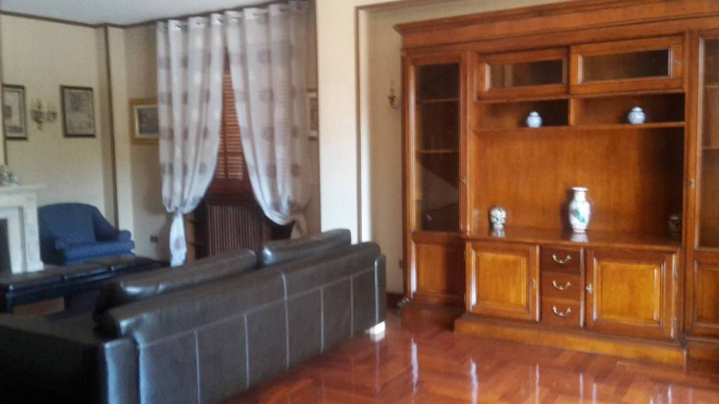 Villa in affitto a Frosinone, 5 locali, prezzo € 1.300   CambioCasa.it
