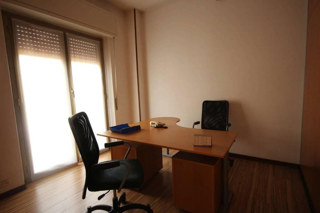 Ufficio / Studio in affitto a Corsico, 4 locali, prezzo € 900   CambioCasa.it