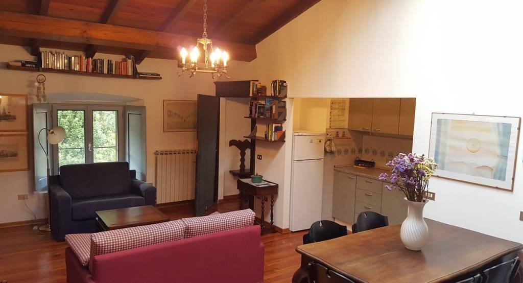 Appartamento in buone condizioni arredato in affitto Rif. 8973632