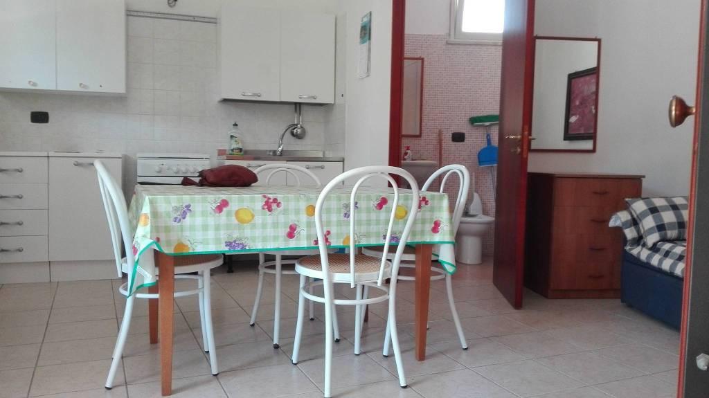 Appartamento in buone condizioni in vendita Rif. 8153176
