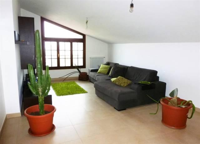Appartamento in ottime condizioni in vendita Rif. 4253149