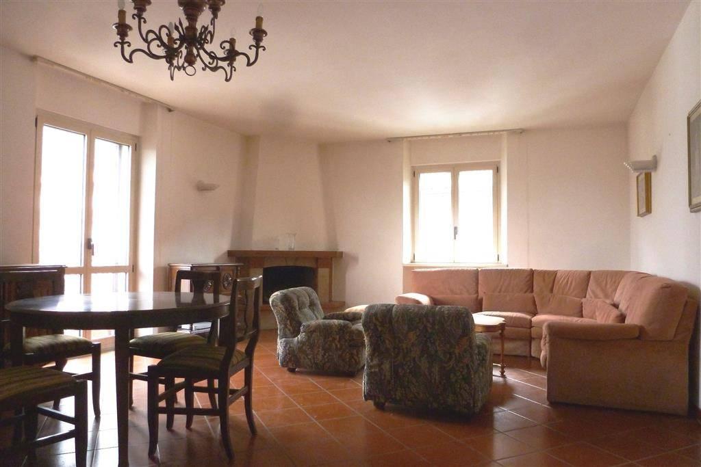 Appartamento in ottime condizioni parzialmente arredato in vendita Rif. 4253167