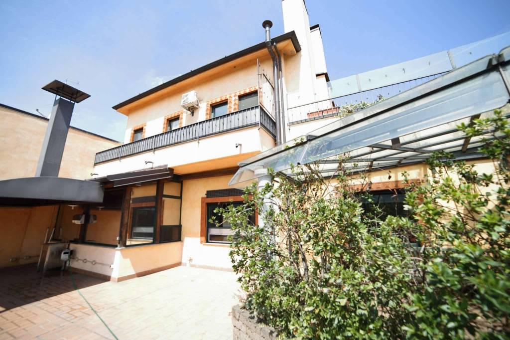 Negozio / Locale in vendita a Biandronno, 6 locali, prezzo € 690.000 | CambioCasa.it