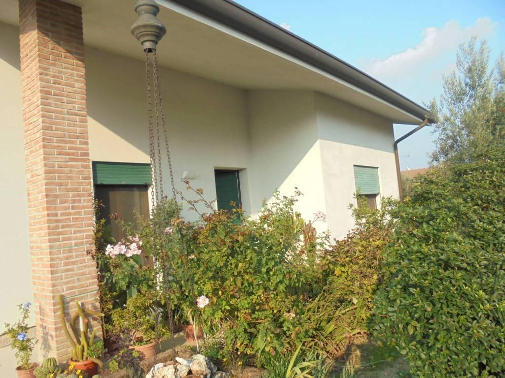 Villa in ottime condizioni in vendita Rif. 4894342