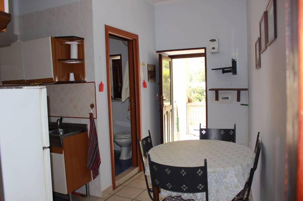 Appartamento in buone condizioni in vendita Rif. 7481946