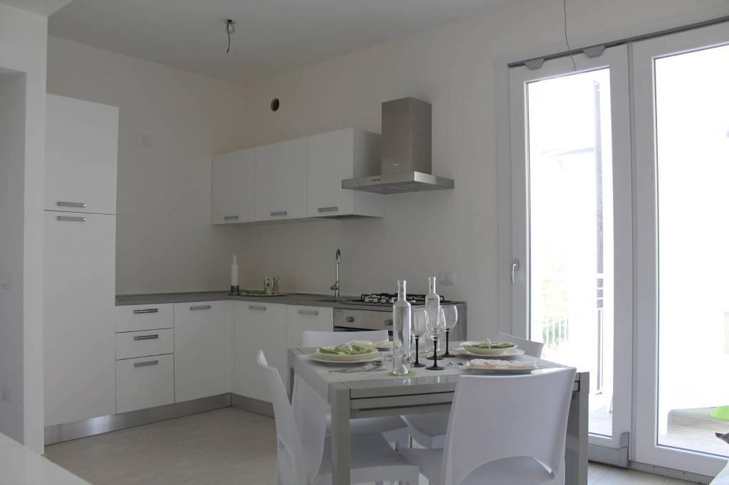 Appartamento in ottime condizioni arredato in vendita Rif. 9097031