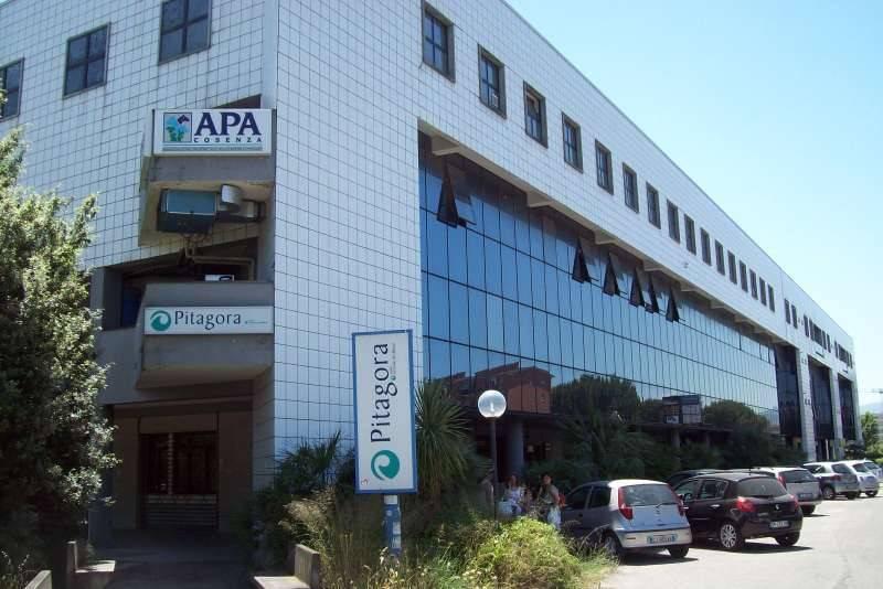 Negozio 6 locali in affitto a Rende (CS)