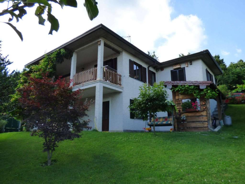 Villa in vendita a Montegrino Valtravaglia, 5 locali, prezzo € 350.000   CambioCasa.it