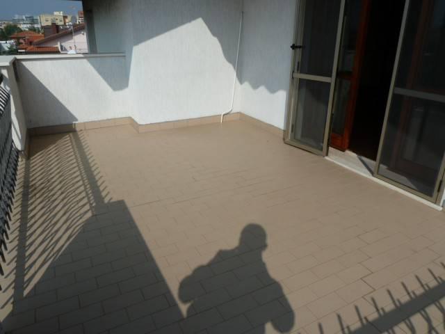 Attico / Mansarda in buone condizioni arredato in affitto Rif. 8618154