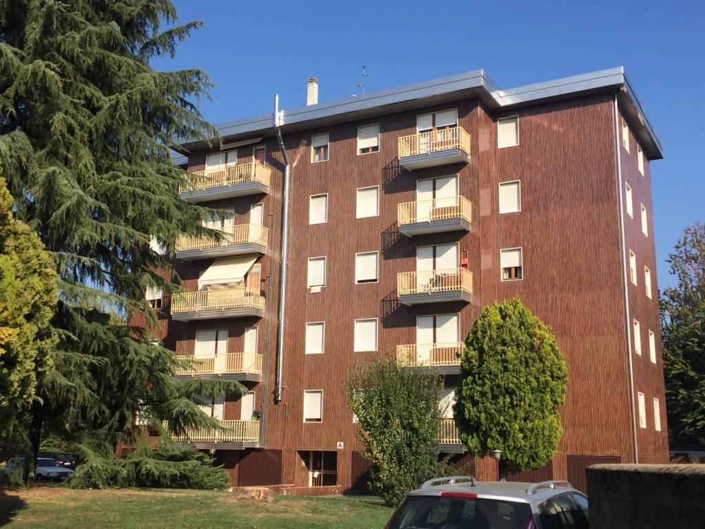 Appartamento in buone condizioni in affitto Rif. 6947026