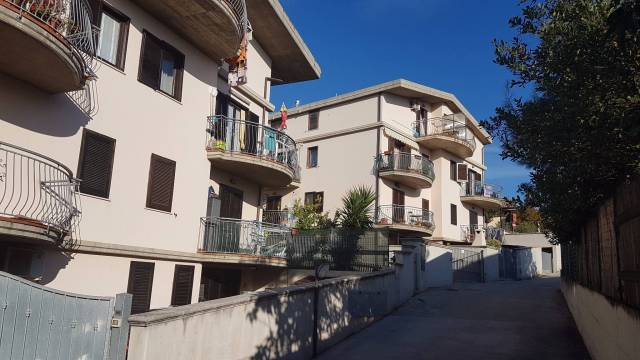 Appartamento in buone condizioni parzialmente arredato in vendita Rif. 6710624