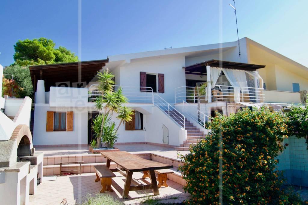 Villa in ottime condizioni parzialmente arredato in vendita Rif. 5267065