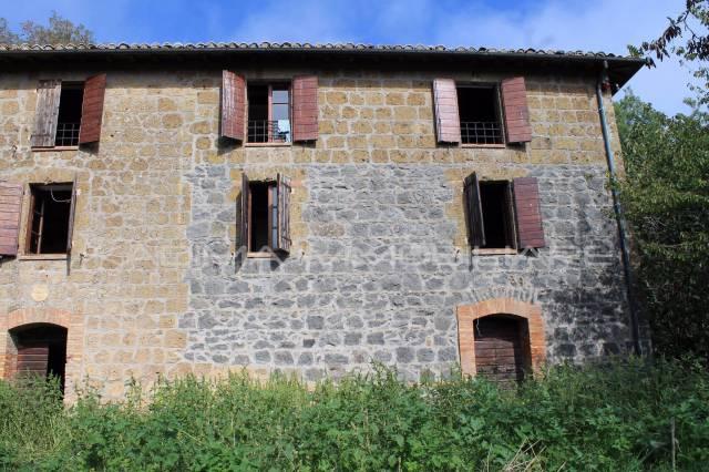 Rustico 6 locali in vendita a Porano (TR)