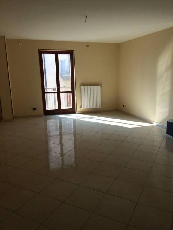 Appartamento in buone condizioni in affitto Rif. 7481948
