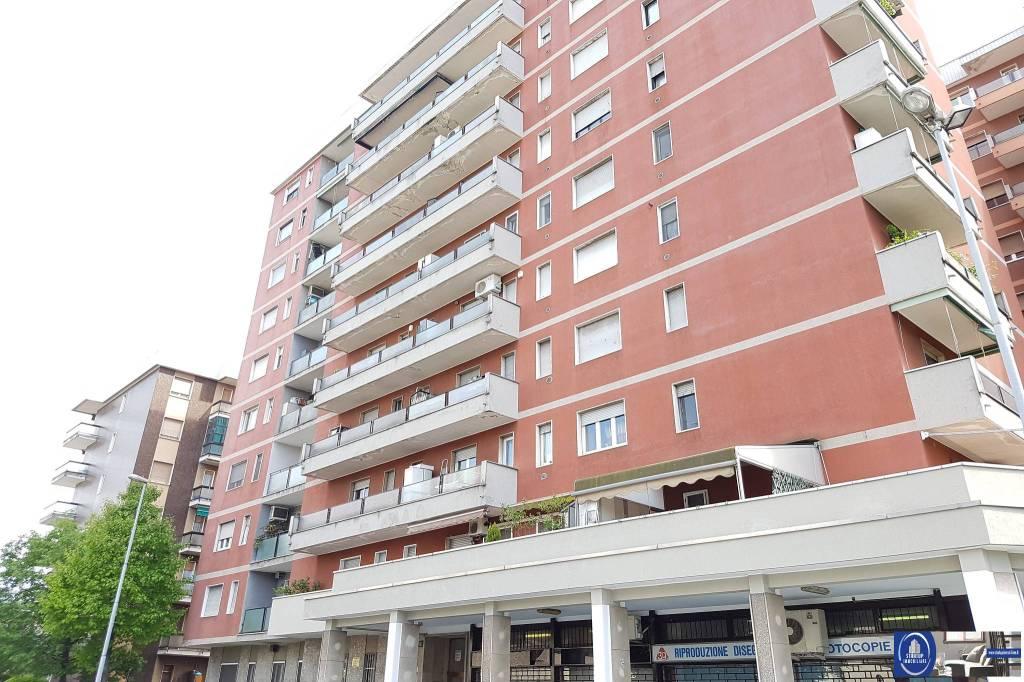 Appartamento in buone condizioni arredato in affitto Rif. 8564240