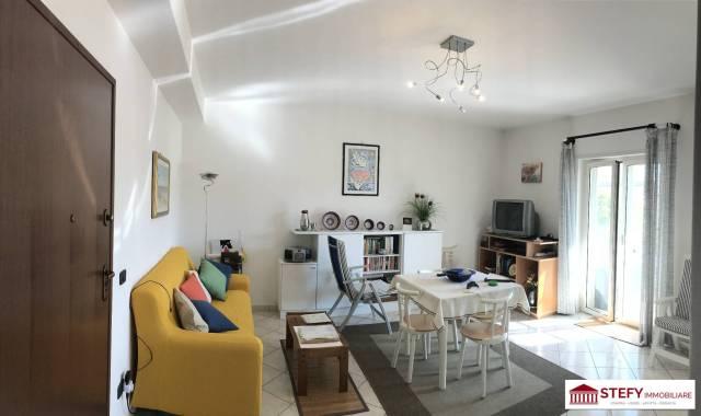 Appartamento in buone condizioni in vendita Rif. 6740496
