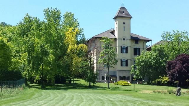 Villa in vendita a Serralunga di Crea, 6 locali, prezzo € 840.000 | CambioCasa.it