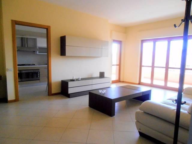 Appartamento in ottime condizioni arredato in affitto Rif. 4403354