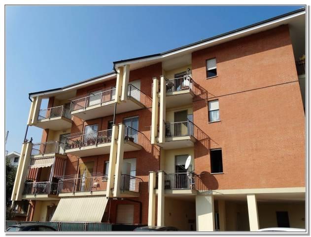 Appartamento in buone condizioni arredato in affitto Rif. 4219682