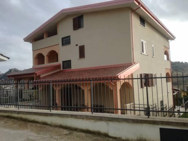 Villa in buone condizioni arredato in vendita Rif. 4842962