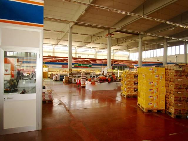 Immobile Commerciale in Affitto a San Giuliano Terme  in zona Centro