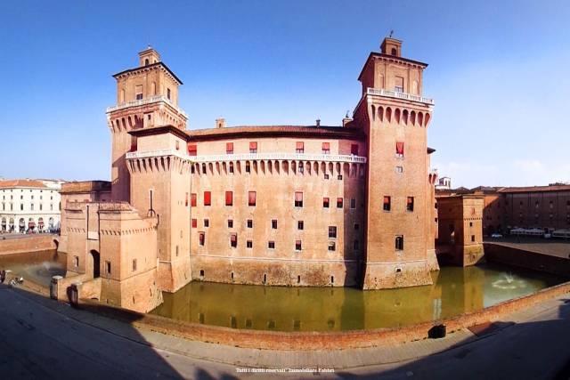 Appartamento in Vendita a Ferrara Centro: 5 locali, 190 mq