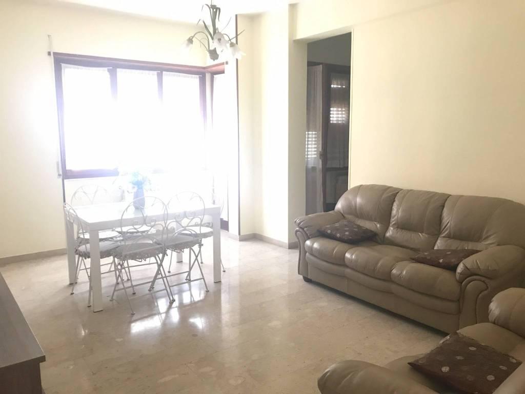 Appartamento in ottime condizioni arredato in affitto Rif. 8204486