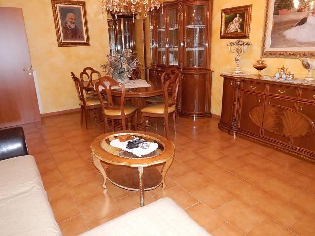 Appartamento in vendita a Trecate, 3 locali, prezzo € 99.000 | CambioCasa.it