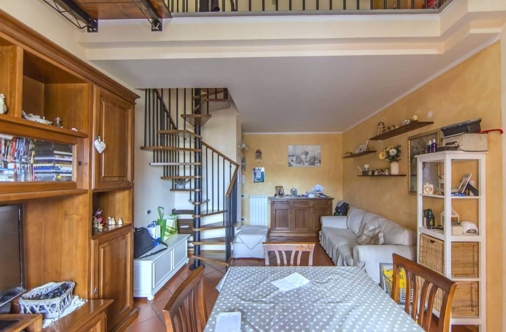 Appartamento in ottime condizioni parzialmente arredato in vendita Rif. 8997377