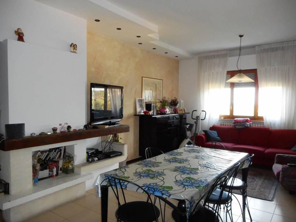 Appartamento in buone condizioni in vendita Rif. 8399266
