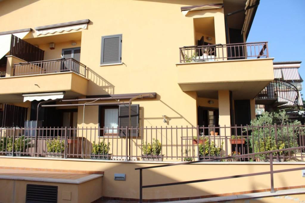 Appartamento in ottime condizioni parzialmente arredato in affitto Rif. 7858071