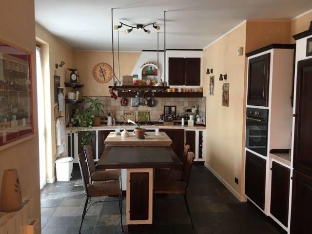 Appartamento in ottime condizioni parzialmente arredato in vendita Rif. 4573424