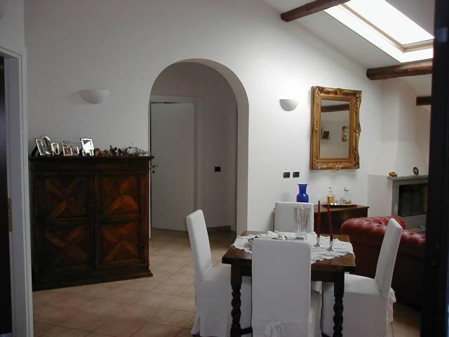 Appartamento in ottime condizioni arredato in vendita Rif. 4239289