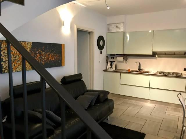 Appartamento in buone condizioni arredato in vendita Rif. 5030602