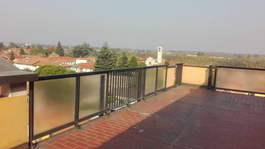 Appartamento in buone condizioni arredato in affitto Rif. 5849132