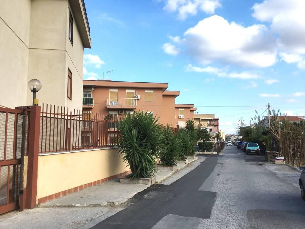 Magazzino in Affitto a Palermo Semicentro: 4 locali, 400 mq