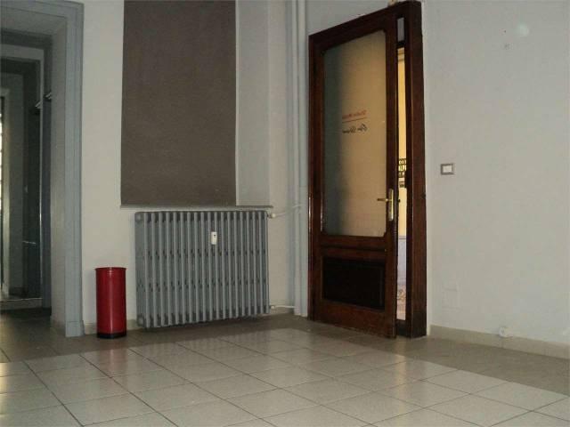 Negozio / Locale in affitto a Asti, 2 locali, prezzo € 300 | CambioCasa.it