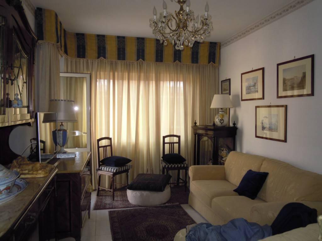 Appartamento in vendita 4 vani 100 mq.  via Terracina 354 Napoli