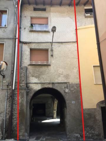 Appartamento in buone condizioni arredato in vendita Rif. 4883329