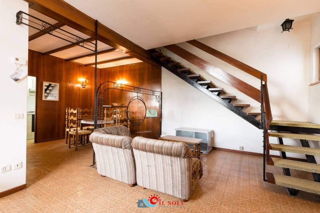Appartamento in buone condizioni arredato in vendita Rif. 8650431