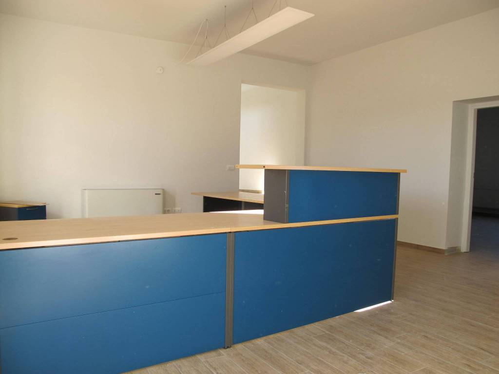 Ufficio-studio in Affitto a Pistoia Periferia: 5 locali, 245 mq